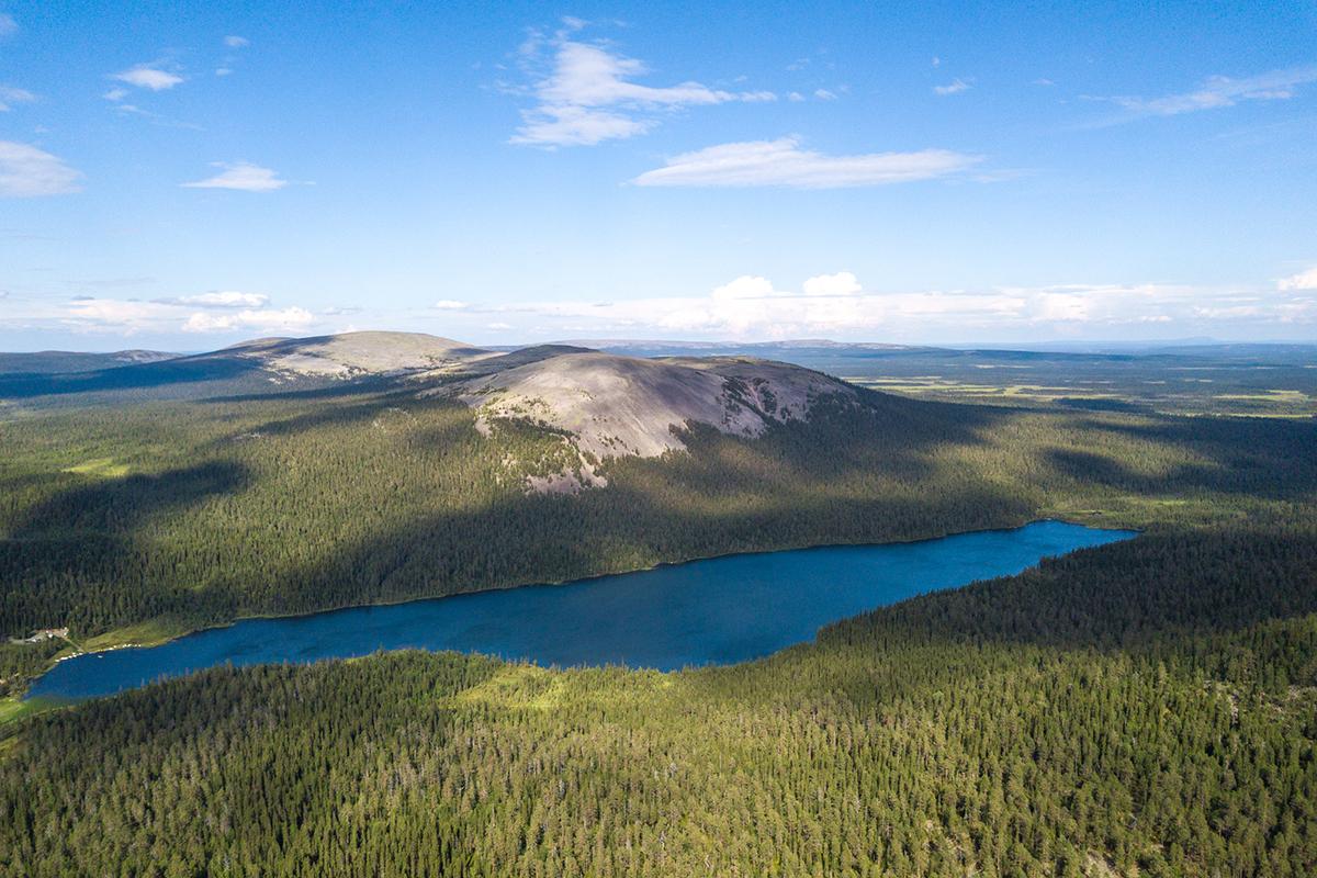 Kesänkijärvi Ylläksellä tarjoaa hienoa kalastusta hienoissa maisemissa.